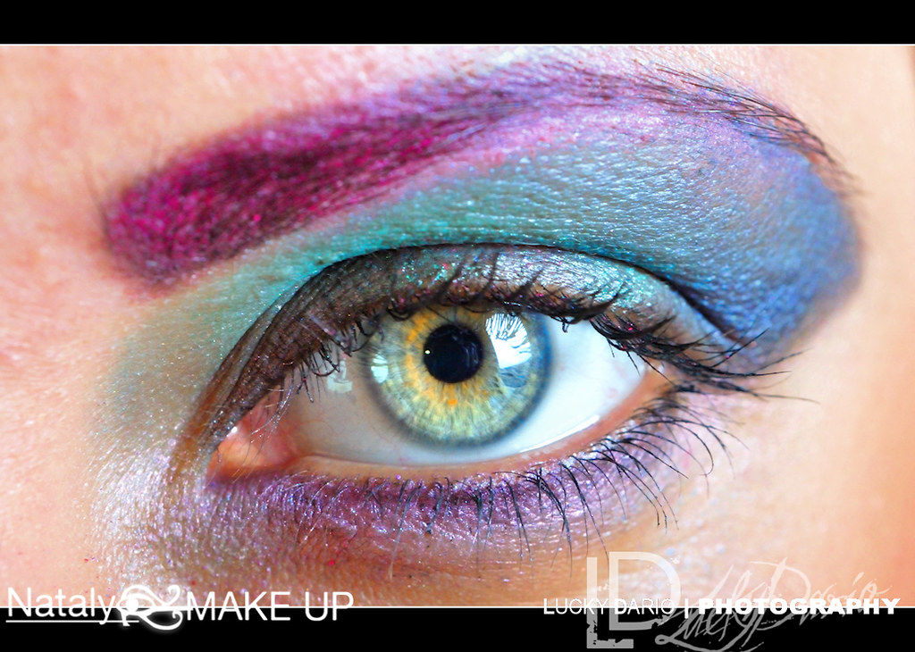 Airbrush eye makeup