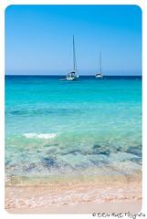 (Elena Mate) Tags: summer mar barco playa verano olas isla menorca cala platja baleares minorca estiu velero vaixell balears illesbalears turquesa pitiuses onades mywinners calaescorxada