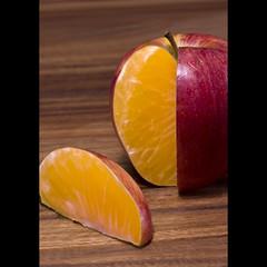 Deceiving (ANVRecife) Tags: orange macro apple fruit canon bokeh illusion apples concept monday comparison deceiving illusory misleading applesandoranges vallejos creativephoto 40d creativeconcept conceptphotos macromondays unrepresentative anvrecife toberegardedwithsuspicion