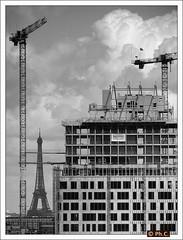 Tour Horizons et tour Eiffel  l'horizon (Philippe Cottier (PH.C)) Tags: paris france architecture cityscape cranes toureiffel iledefrance immeuble nouvel chantier boulognebillancourt jeannouvel grues tourhorizon