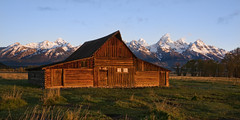 Grand Teton NP - Mormon Row - Thomas Moulton Homestead (anadelmann) Tags: usa mountains barn sunrise f1