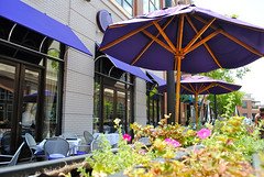 a cafe in Atlantic Station (by: Robert Dobalina, creative commons license)