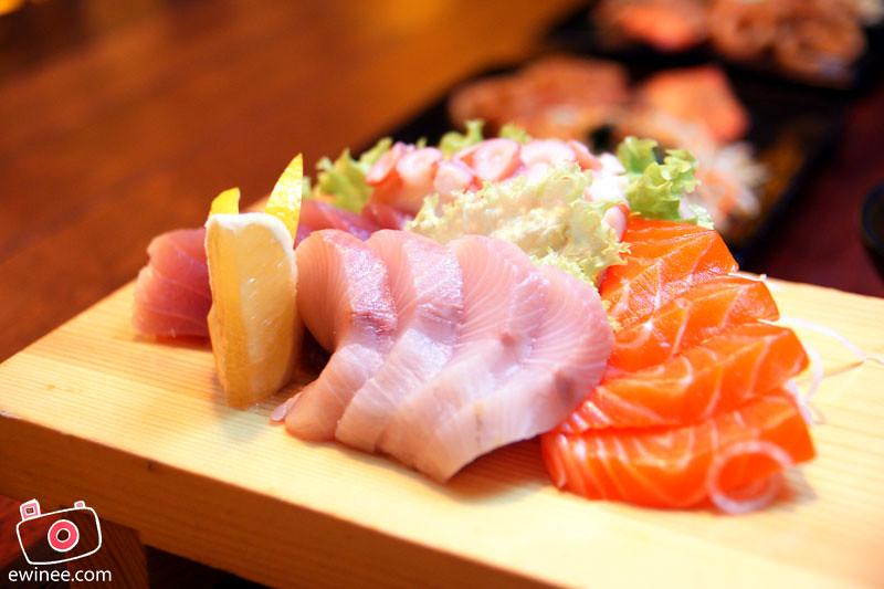 ROBOT-SUSHI-SUNWAY-PYRAMID-LAUNCH-sashimi