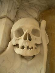 Church of St John the Baptist, Yeovil: skull (John Steedman) Tags: uk greatbritain england church skull unitedkingdom somerset yeovil grossbritannien stjohnthebaptist イギリス 英國 grandebretagne イングランド 英格兰 グレートブリテン島 大不列顛島