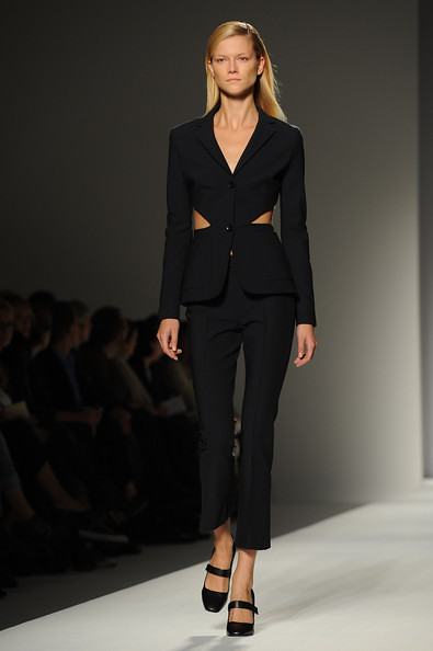 Max+Mara+Milan+Fashion+Week+Womenswear+2011+MFumLIyONiEl