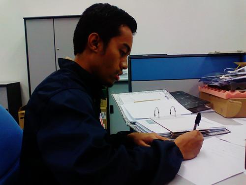 Menyemak dokumen audit