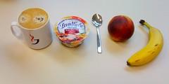 Banane, Nektarine & Landliebe Rote Beeren (JaBB) Tags: food coffee breakfast essen kaffee banane joghurt frhstck obst nektarine foodblog nahrung msli nahrungsmittel landliebe rotebeeren foodblogger