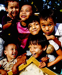Children in Kinpun (katsuurayu) Tags: children myanmar   kinpun canon7d