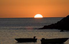 arco di luce (luca19632 - Luca Cortese) Tags: sunset sea sky italy orange mer soleil boat elba italia tramonto mare barche ciel cielo toscana sole arancione isoladelba