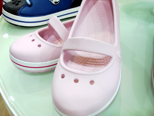 Crocs store - mid valley (4)