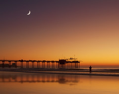 Twilight at Scripps (Lee Sie) Tags: ocean california sunset orange seascape reflection beach water silhouette pier fisherman sand pacific sandiego lajolla lowtide shores crescentmoon scrippspier