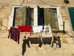 Murano washing (johnnylondon) Tags: venice windows red brown window line shutters washing