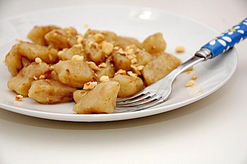 gnocchi di topinambur in salsa di acciughe e nocciole