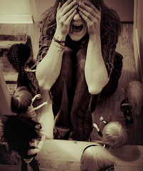 Plangonophobie (★ ♥ Pounkie ☠ †) Tags: bw selfportrait me tattoo sepia dolls autoportrait grain moi piercing pullip blythe cri phobia peur takami poupées prostrée ★ phobie taeyang pounkie néoprenn psylow méliflue redwardkagetora défiself berryberrychou selfphobie phobiaself plangonophobie peurdespoupées