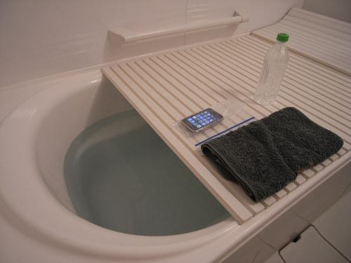 入浴しながらiPhoneを触る「お風呂iPhone」してみました