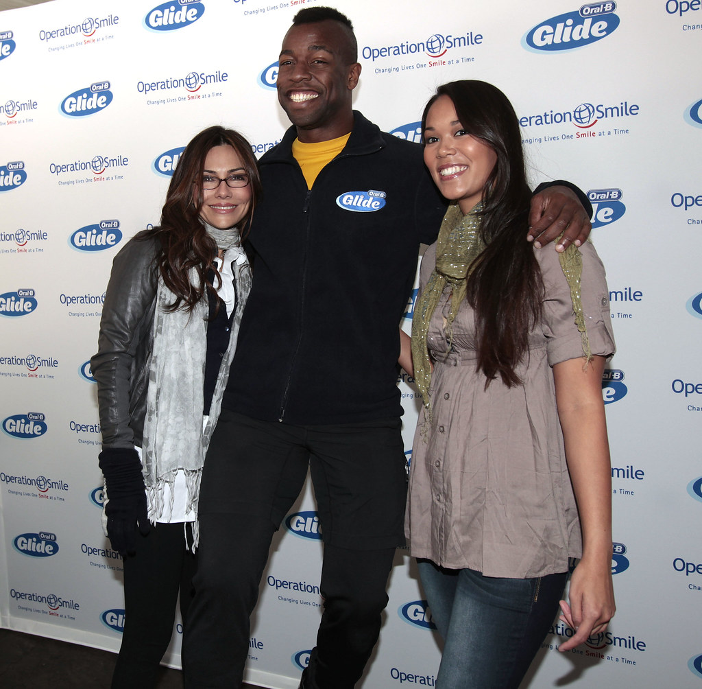 Oral-B Glides Into the 2010 Holiday Season with actress Vanessa Marcil Giovinazzo and Oral-B®  Glide™ Floss