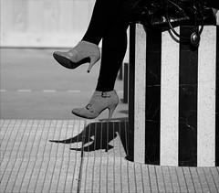 F&T #8  (Femme et talons seriès ) Sur la colonne Buren (Paolo Pizzimenti) Tags: paolo lumière femme olympus hasselblad talon buren ronis colonne