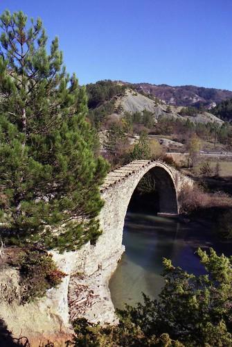 Koutsioumplis stone bridge
