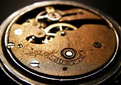L'Alouette (Nicoletto (que te meto)) Tags: macro clock cuerda 1900 reloj tornillo steampunk engranaje elpreferido lalouette