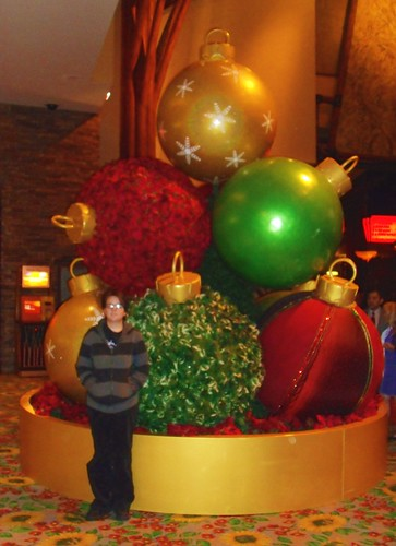 Jamie & Christmas Decorations at the Mohegan Sun