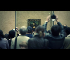 mona lisa smile (millan p. rible) Tags: cinema paris france canon candid monalisa davinci stranger cinematic monalisasmile denon museedulouvre louvremuseum 135l lajoconde lagioconda canonef135mmf2lusm canoneos5dmarkii 5d2