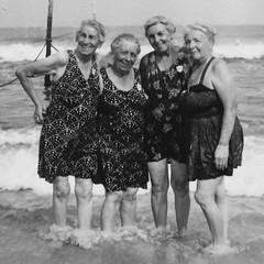 1953_07_englert_girls_beach3 (dsearls) Tags: family history beach searls ethelfsearls englert florencedwyer reginaknobel lorettopfleuger searlsfamilyarchive englertsisters mantolokingbeach