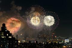 4th of July 2017 Macy's Fireworks-93 (Diacritical) Tags: brooklyn nycmacys nikond4 pattern 70200mmf28 30secatf71 july42017 85343pm f71 195mm 4thofjuly fireworks macysfireworks nyc night skyline