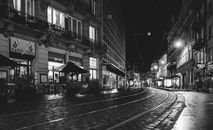 Urban Night (mripp) Tags: art kunst vintage retro old black white mono monochrom schwarz weiss urban city stadt strasbourg france europe europa dark dunkel night nacht leica q