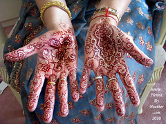 4_mother_of_the_bride_mehndi_with_zardosi_glitter_red_pams_henna_flowers_arabic_style_for_indian_mom