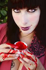 Yo con Kimono II (Leticia Fernndez) Tags: red portrait color colour art japan photography blood rojo arte retrato kimono mon japon sangre tatuaje lentillas fotografa contactlens spiderclan clanaraa