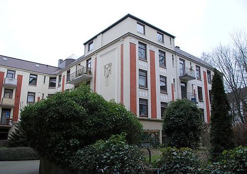 Dsc 2463 Hinterhof Mit Grunpflanzen Und Grunderzeit
