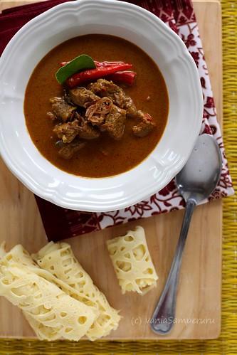 Gulai Daging Sapi & Roti Jala