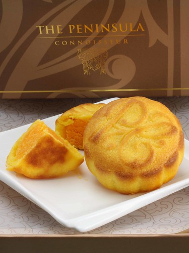 Peninsula's Mini Egg Custard Mooncakes