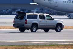 Secret Service Suburban Assault Vehicle (planephotoman) Tags: cat media secretservice watchtower potus boeingfield motorcade theride sweepers seattlewa bfi tcat thepackage presidentialmotorcade chevroletsuburban rearguard supportvehicles ussecretservice armoreddivision presidentialprotection armoredlimo presidentialmovement tacticalcounterassaultteam counterassaultteam