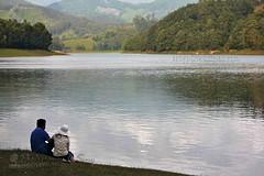 Love is not love which alters.. (www.senyphotography.com) Tags: india mist mountain lake love water canon eos couples kerala cap ripples cochin ernakulam munnar 24105l seny mattupetti 550d kundaladam