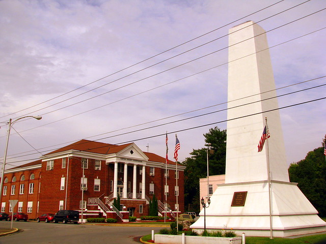 Carter County Soldiers Monument and Courthouse