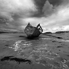 Eddie's Boat (Ian Humes) Tags: ireland blackandwhite beach clouds geotagged coast boat blackwhite cloudy coastal wreck biancoenero blancinegre countydonegal countydown bunbeg explored noireblanc eddiesboat
