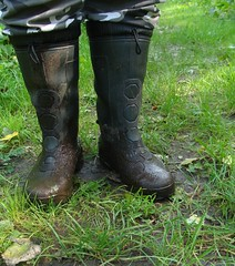 black_wellies_camo_2 (Rubber boots and mud) Tags: black wellies rubberboots