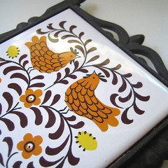 Chickens. (Kultur*) Tags: bird chicken kitchen birds vintage tile kultur retro 70s 1970s decor homedecor trivet wallhanging tiletrivet