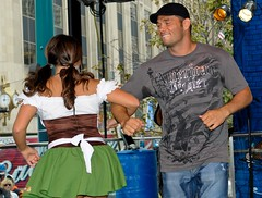 ChickenDance (westchesterbuzz) Tags: ohio usa cincinnati oktoberfest fountainsquare chickendance richfranklin