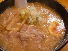 醤油豚骨らーめん(750円)