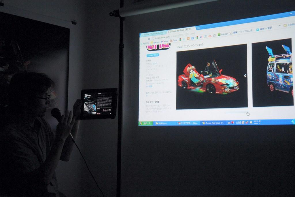 "Tomoyuki Sakaguchi and his photograph collection : ""Itasha"" for ipad"