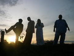 Kanak2 besar abis puas ... (QooL / بنت شمس الدين) Tags: sunset people boys silhouette qool qoolens