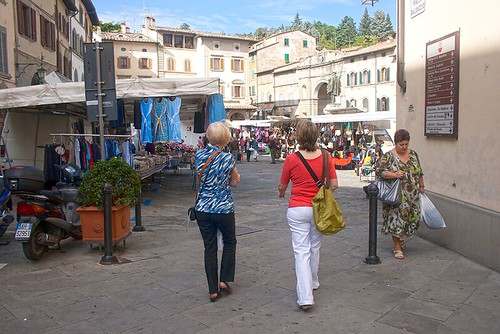 Sandy and Betty, Anghiari farmers market