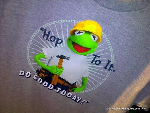 030720102665-WDW-EPCOT-Kermit-tshirt