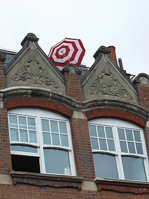 petit parasol rouge et blanc.jpg