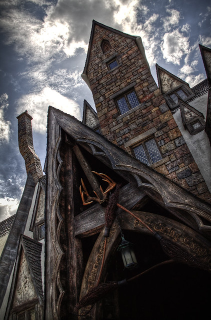 The Wizarding World of Harry Potter: The Three Broomsticks