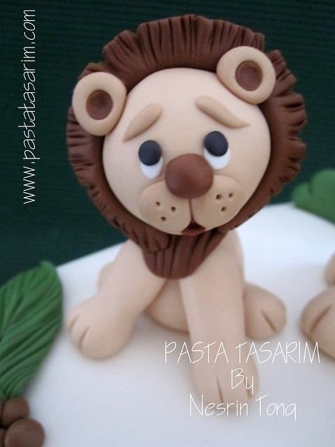 LITTLE LION AND FAMILY CAKE