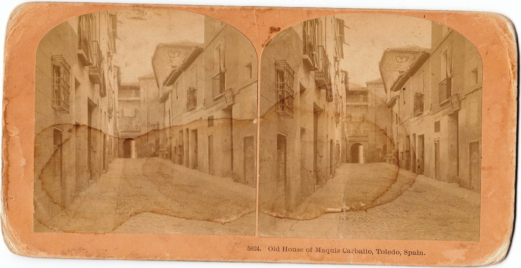 "Calle y Convento de Santa Fe hacia 1895. Fotografía estereoscópica de B. W. Kilburn originalmente titulada ""Old House of Maquis Carballo"""