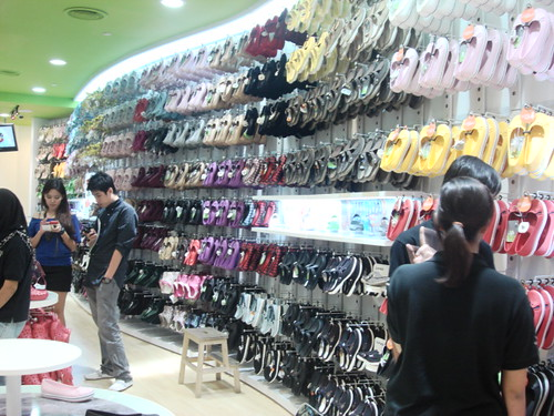 Crocs store - mid valley (6)